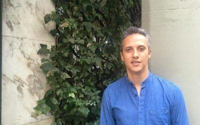 Luis, ganador de una beca de doble titulación como profesor de infantil y primaria bilingüe